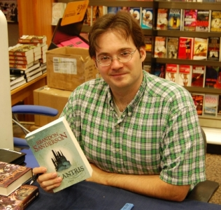 brandon sanderson - retrato - escritor - fantasia - elantris - nacidos de la niebla - mistborn